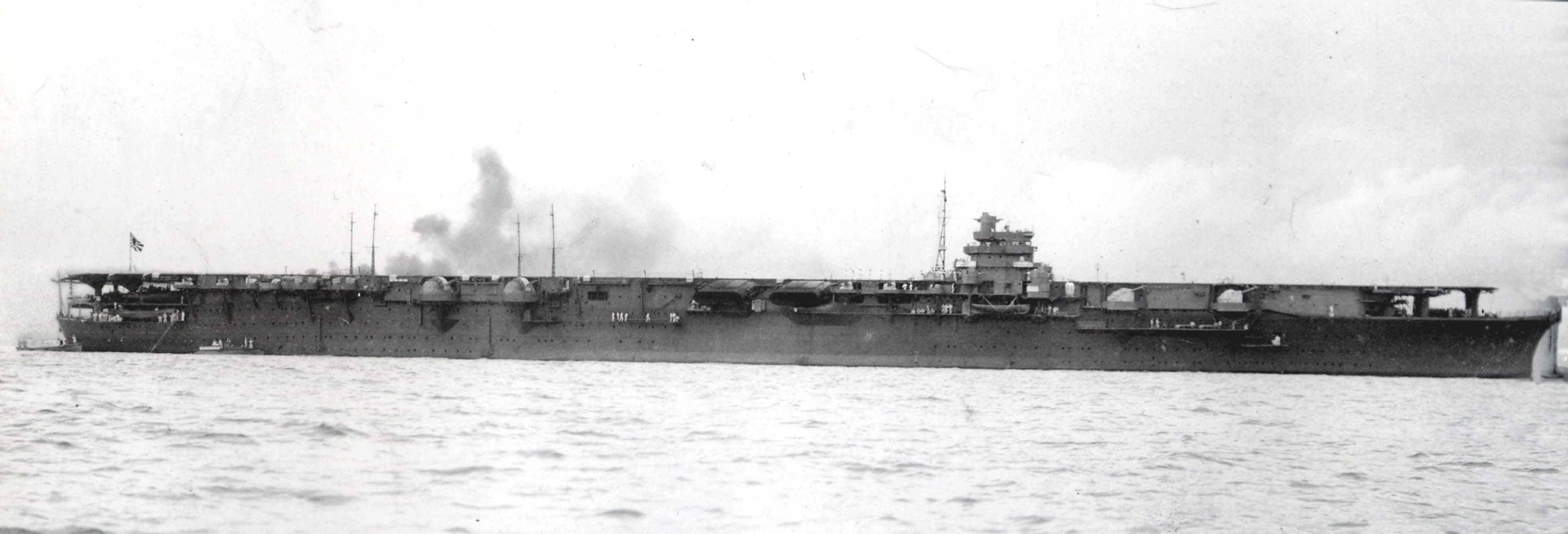 http://upload.wikimedia.org/wikipedia/commons/0/00/Japanese_aircraft_carrier_shokaku_1941.jpg