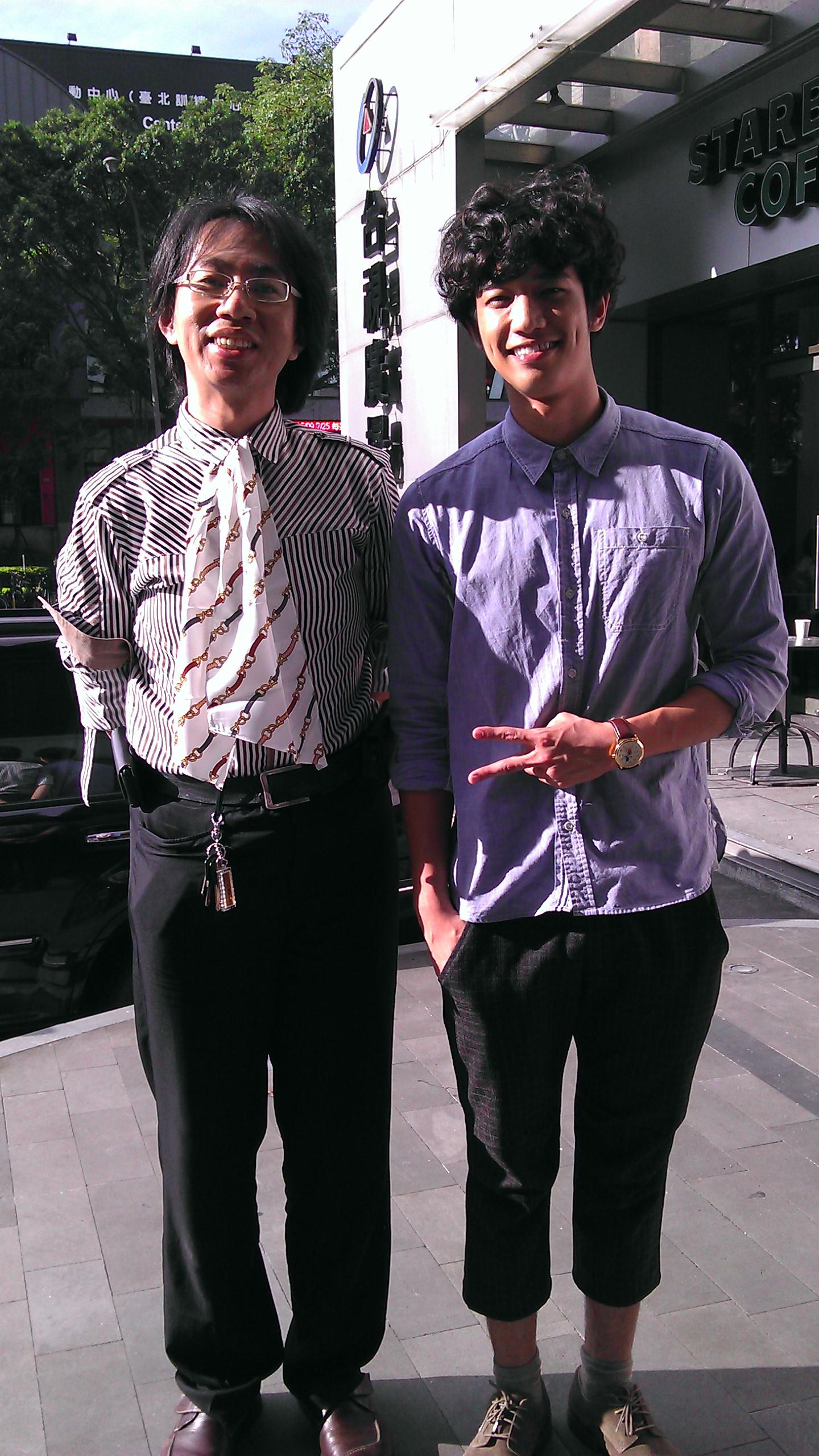 File:Jasper Liu and his fan at TTV Square 20120617 jpg