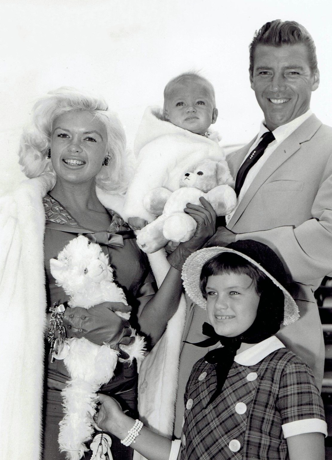 Jayne_Mansfield,_Mickey_Hargitay_and_chi