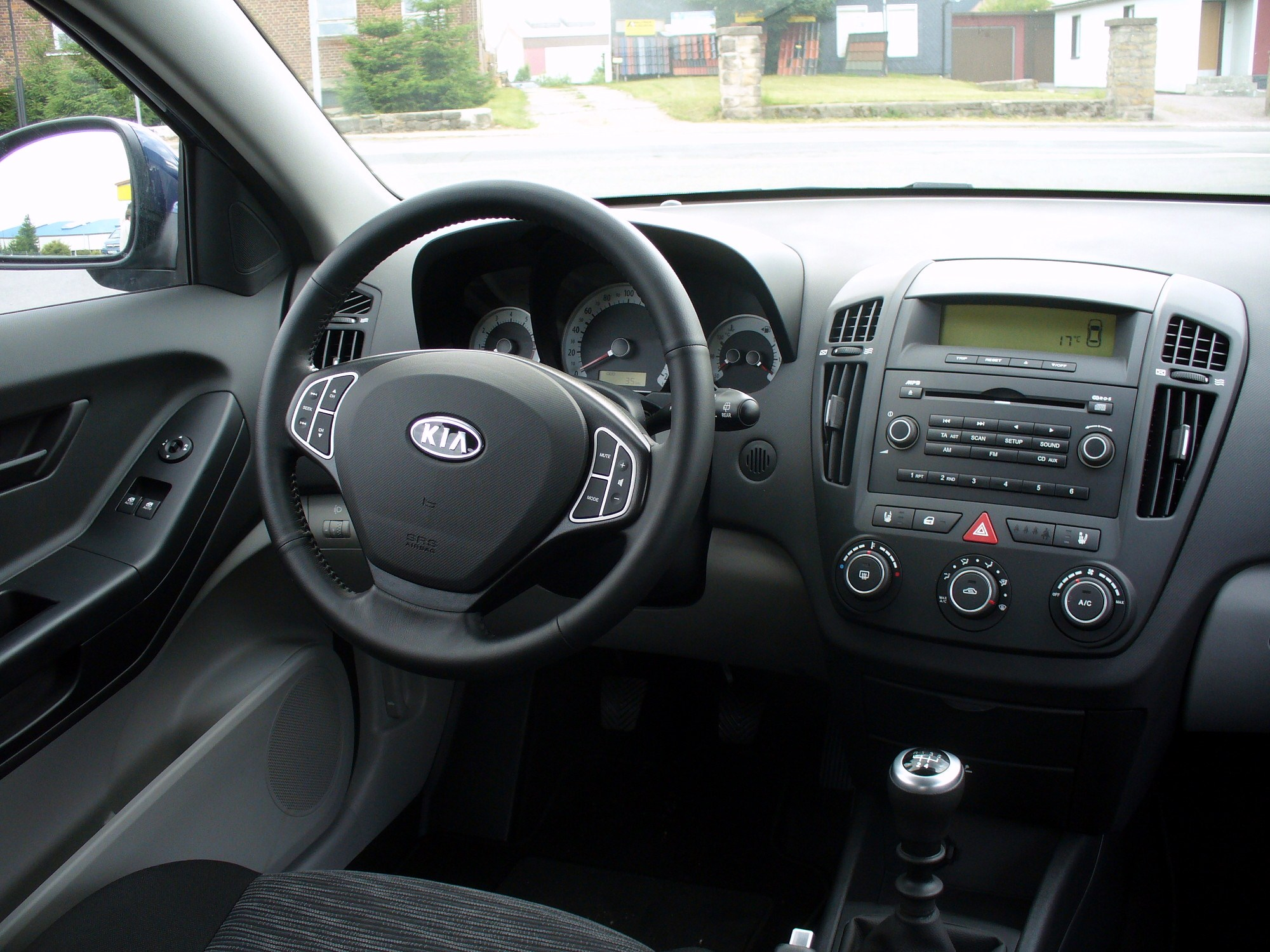 file kia pro cee 39 d 1 6 lx maggioreblau cockpit jpg wikimedia commons. Black Bedroom Furniture Sets. Home Design Ideas