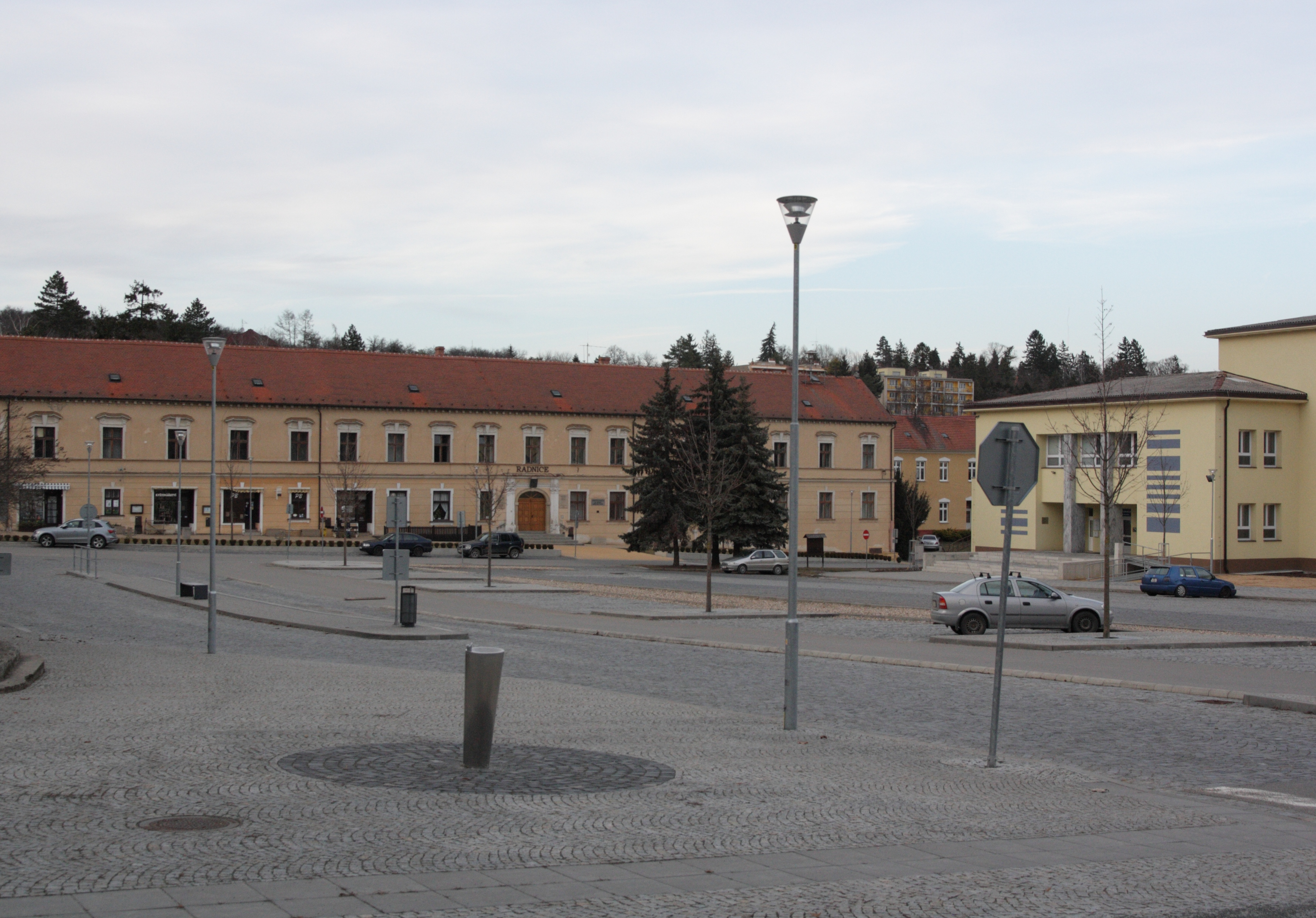 File Klobouky u Brna - náměstí Míru a zámek obr02.jpg - Wikimedia ... 48a416b3d4
