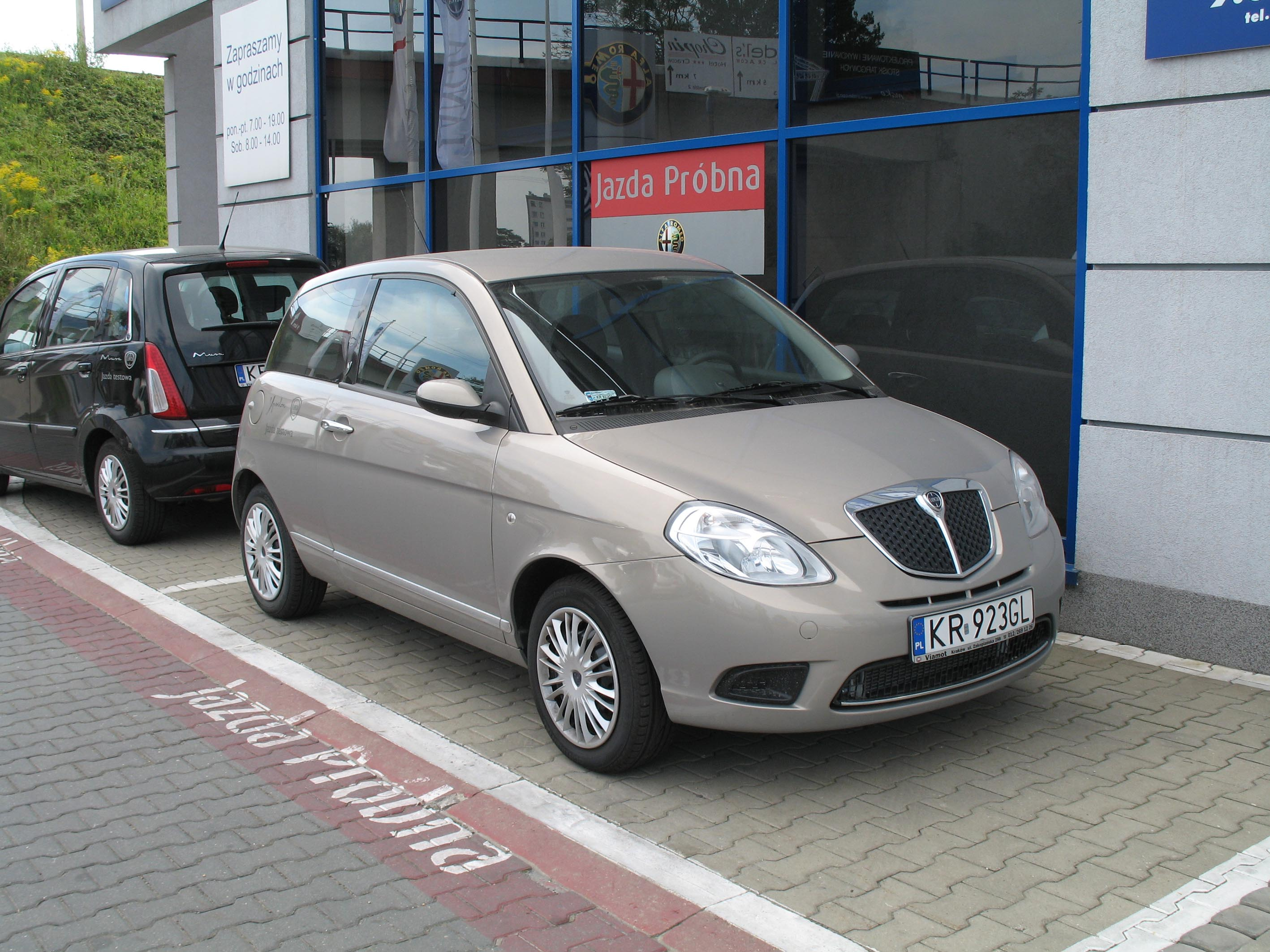 https://upload.wikimedia.org/wikipedia/commons/0/00/Lancia_Ypsilon_do_jazd_probnych.jpg