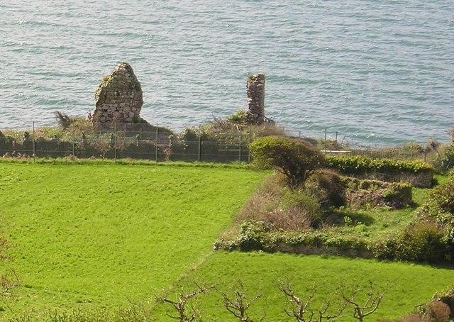 Llandudno - Bishop of Bangor's Palace Ruins 2004 - geograph.org.uk - 481895