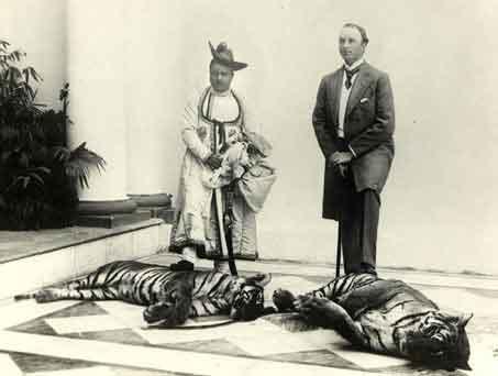 tiger hunting by human