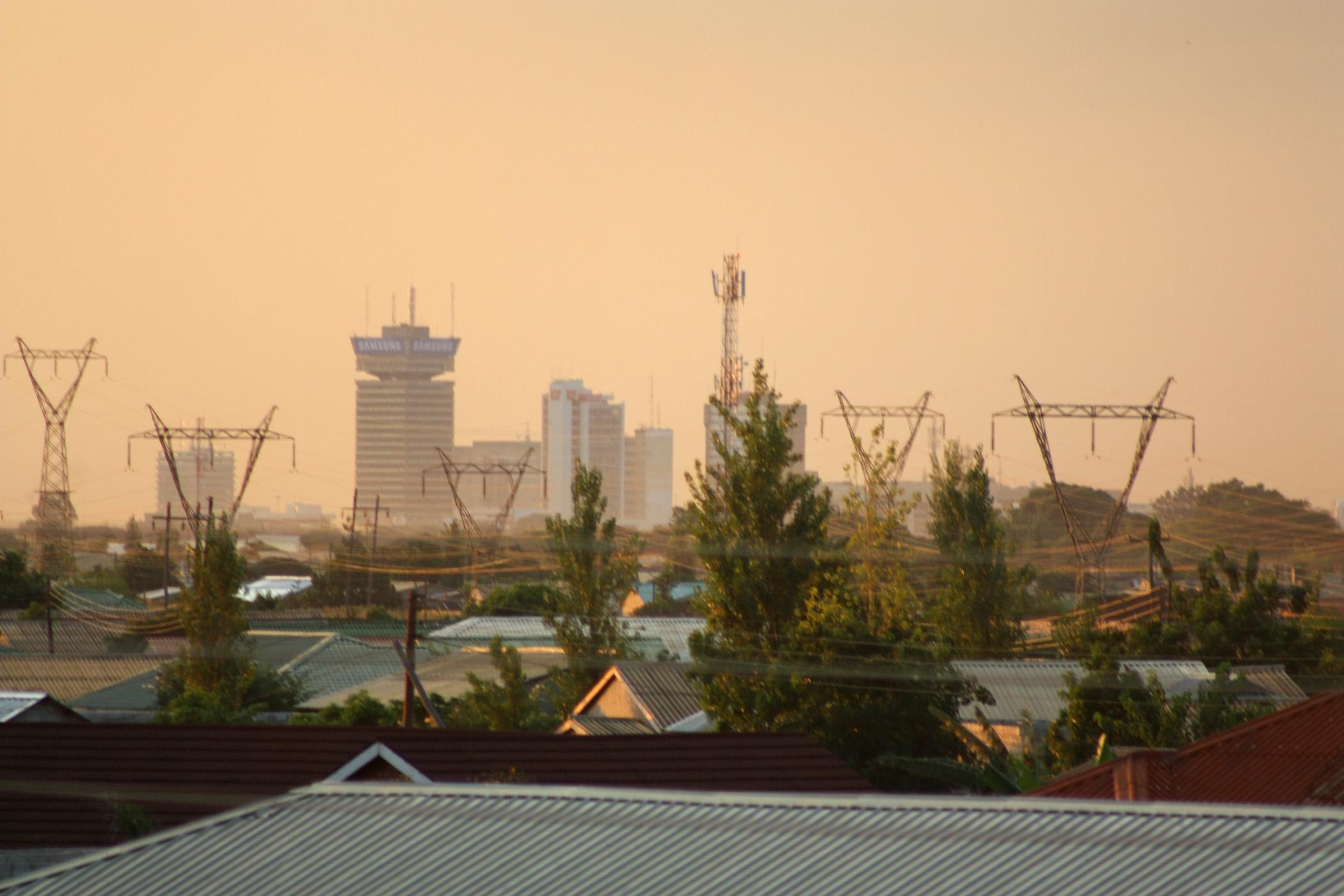 Zambija Lusaka_(Zambia)_at_dusk.
