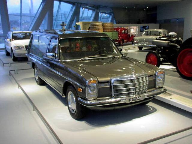 Mercedes Benz Engine History >> File:MB W115 200D Pilato RIP 1975 01.jpg - Wikimedia Commons