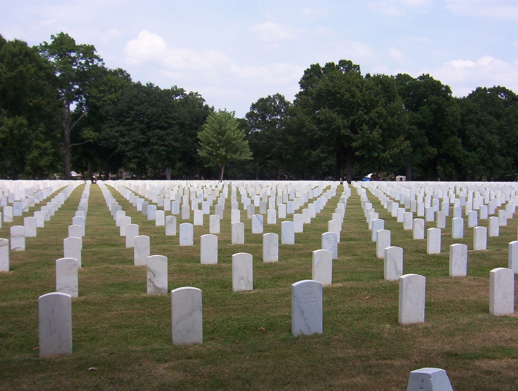 http://upload.wikimedia.org/wikipedia/commons/0/00/Memphis_national_cemetery.jpg