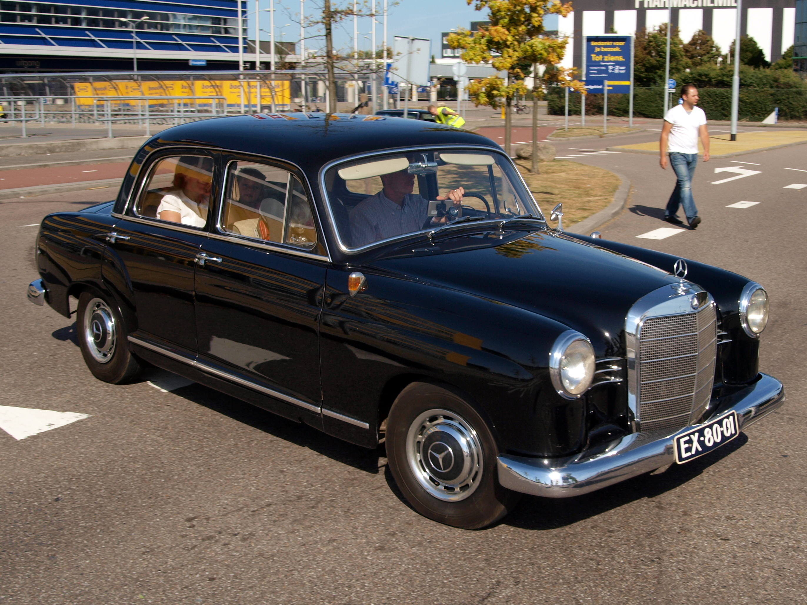 File mercedes benz 190 d ex 80 01 pic7 jpg wikimedia commons for Mercedes benz 80s
