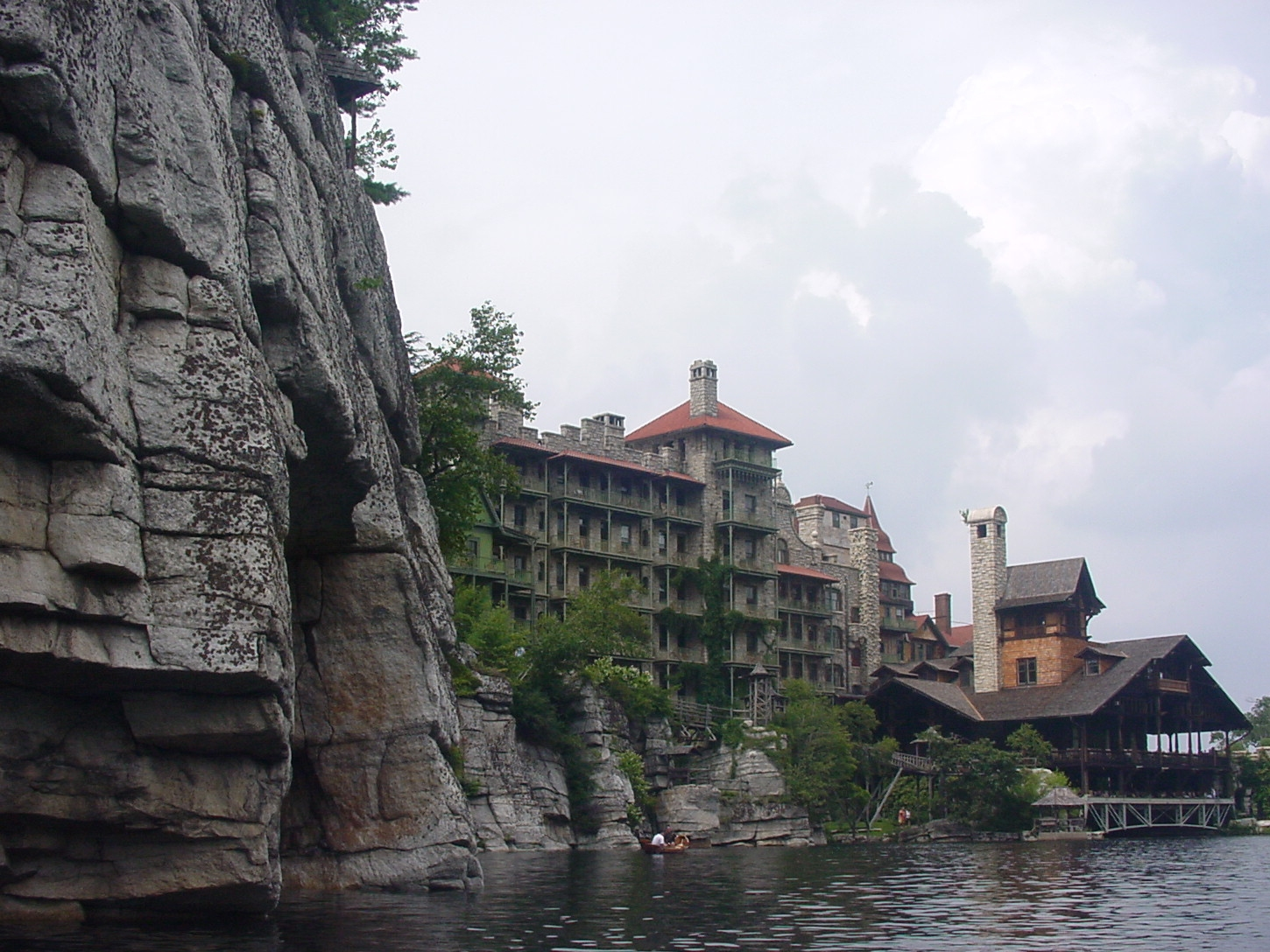 File mohonk mountain house rowing on the lake for Mountain house media