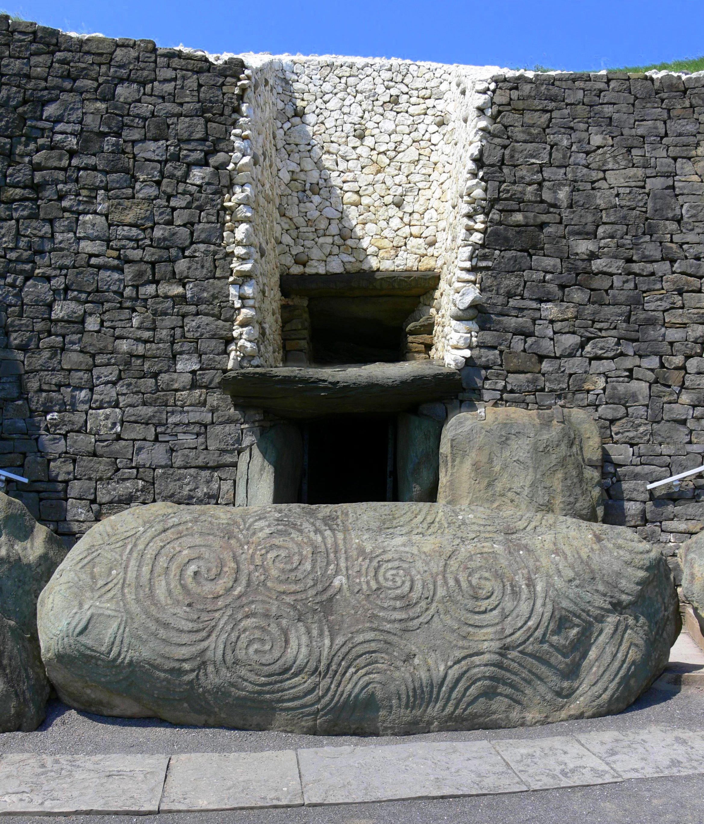 carvings at newgrange, thought to be related to the winter solstice