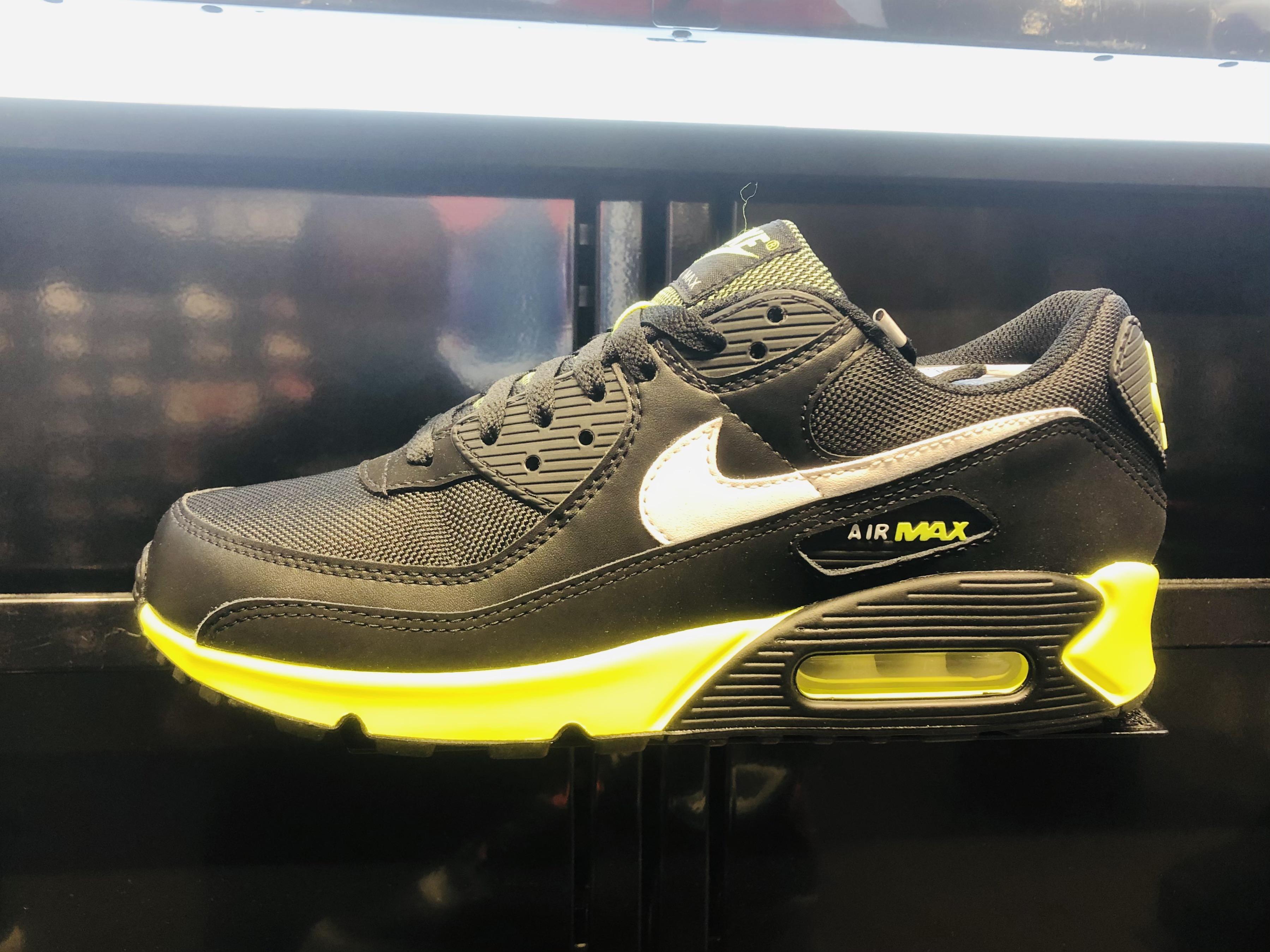File:Nike Air Max 90 Junior.jpg - Wikimedia Commons