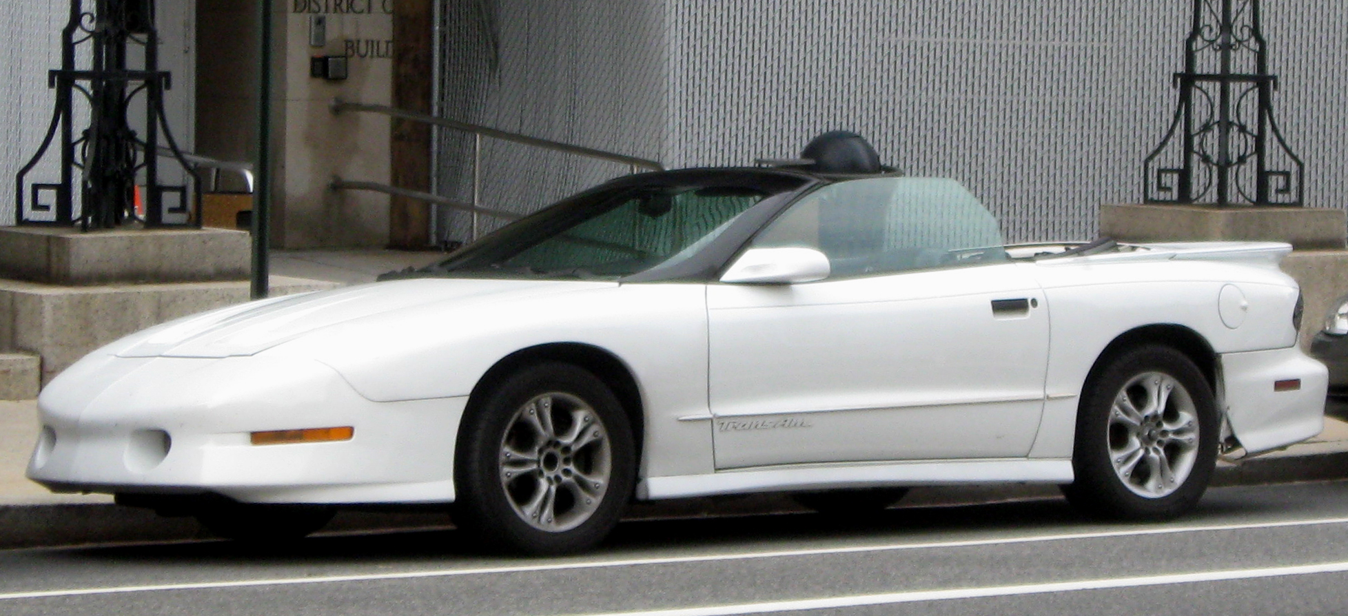 Description Pontiac Trans Am convertible.jpg