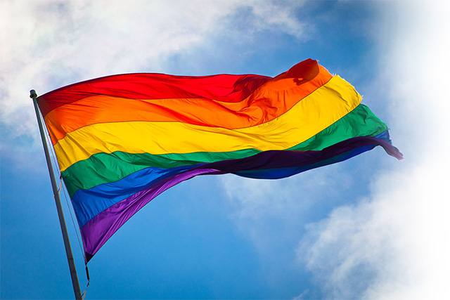 https://upload.wikimedia.org/wikipedia/commons/0/00/Rainbow_Flag_Fade.jpg
