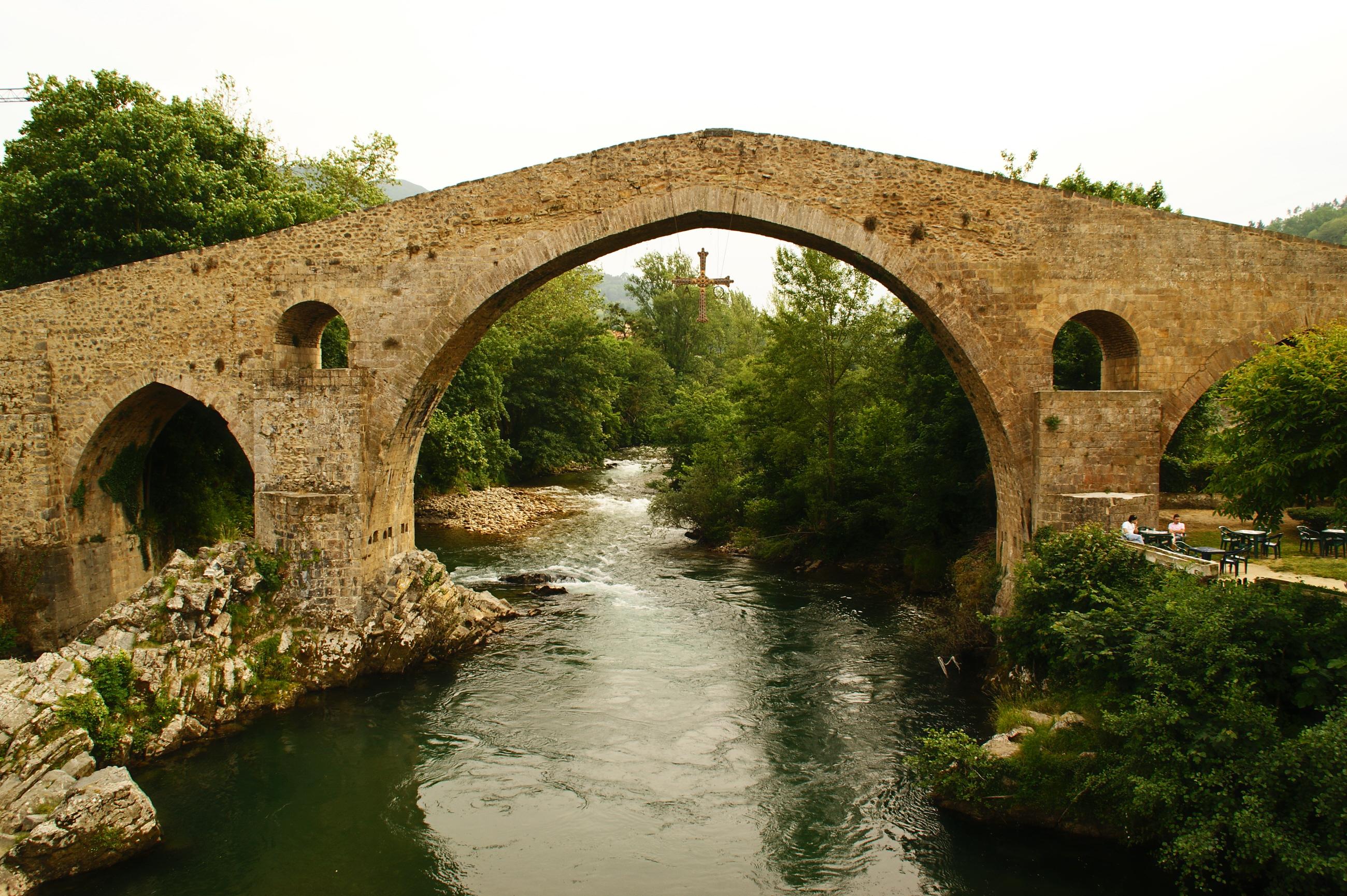 wikimedia org wikipedia commons 0 00 Roman bridge at Cangas 1 comRoman Bridges