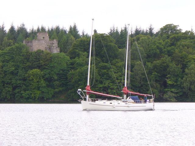 Sailing Through Loch Oich - geograph.org.uk - 889963