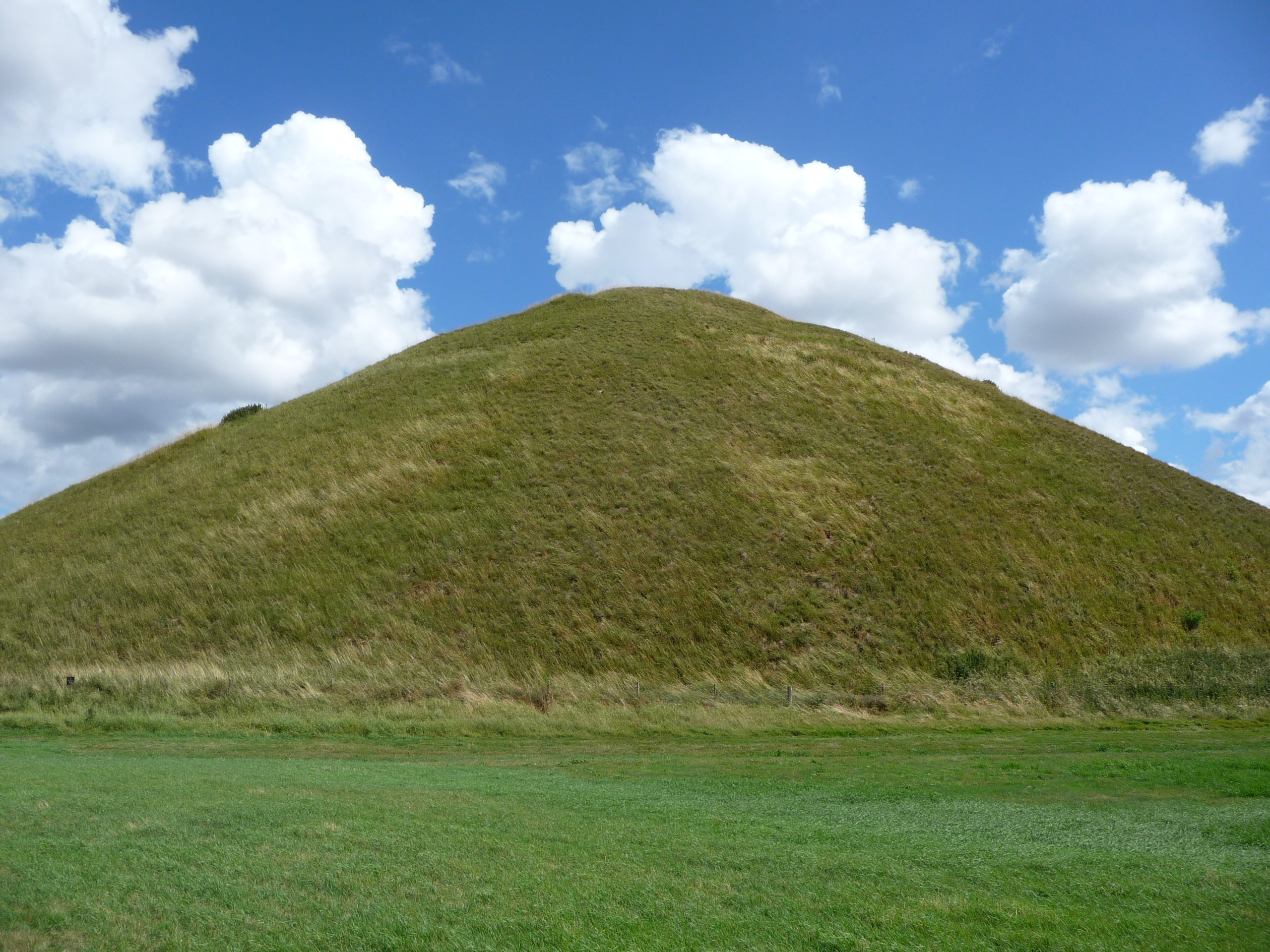Description Silbury Hill 03.jpg