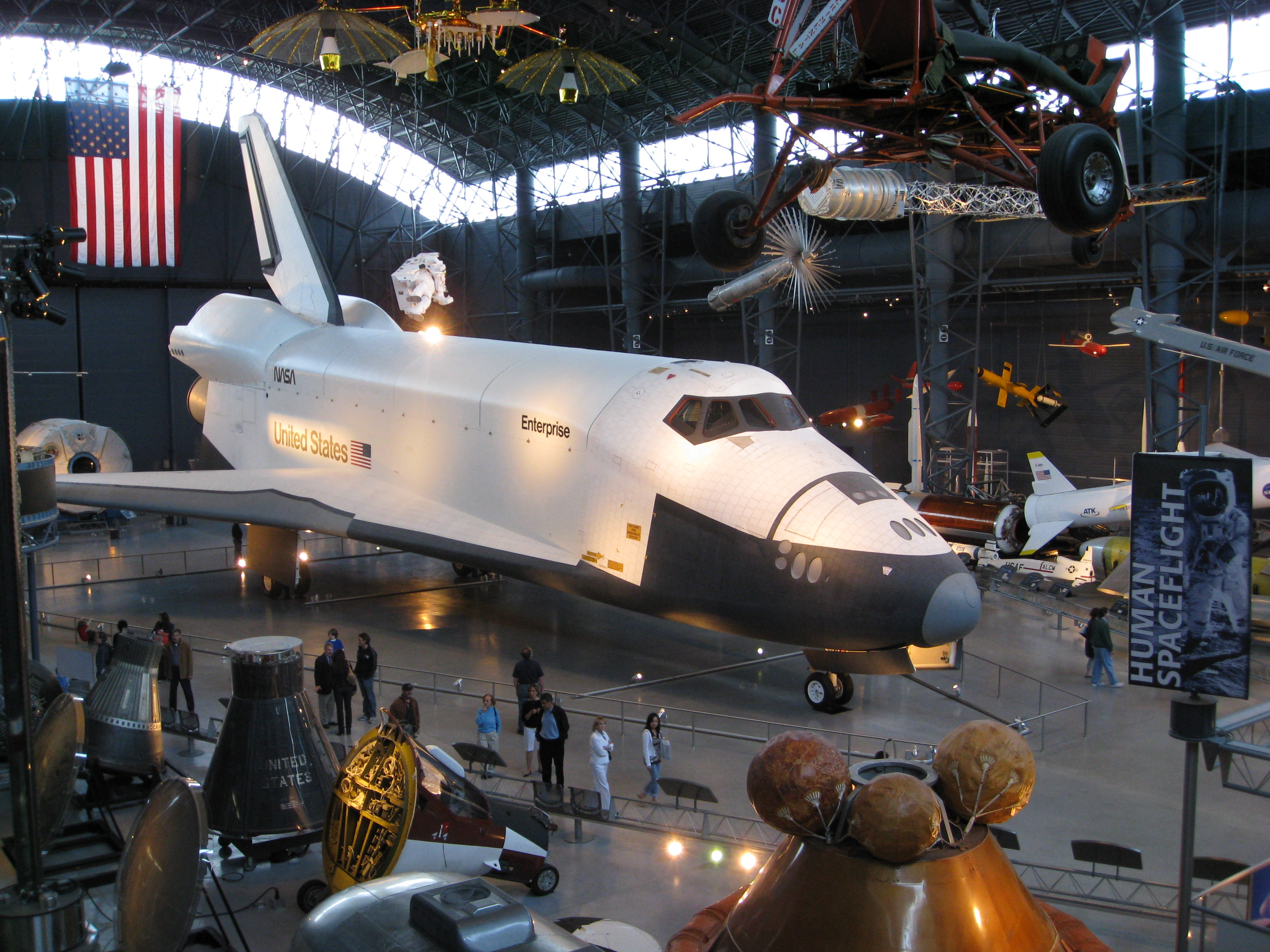 File:SpaceShuttle Enterprise.jpg - Wikimedia Commons