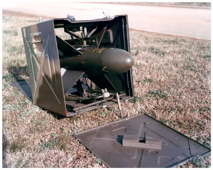 http://upload.wikimedia.org/wikipedia/commons/0/00/Ss10_Anti_Tank_Missile_29mar61_rsa_01.jpg