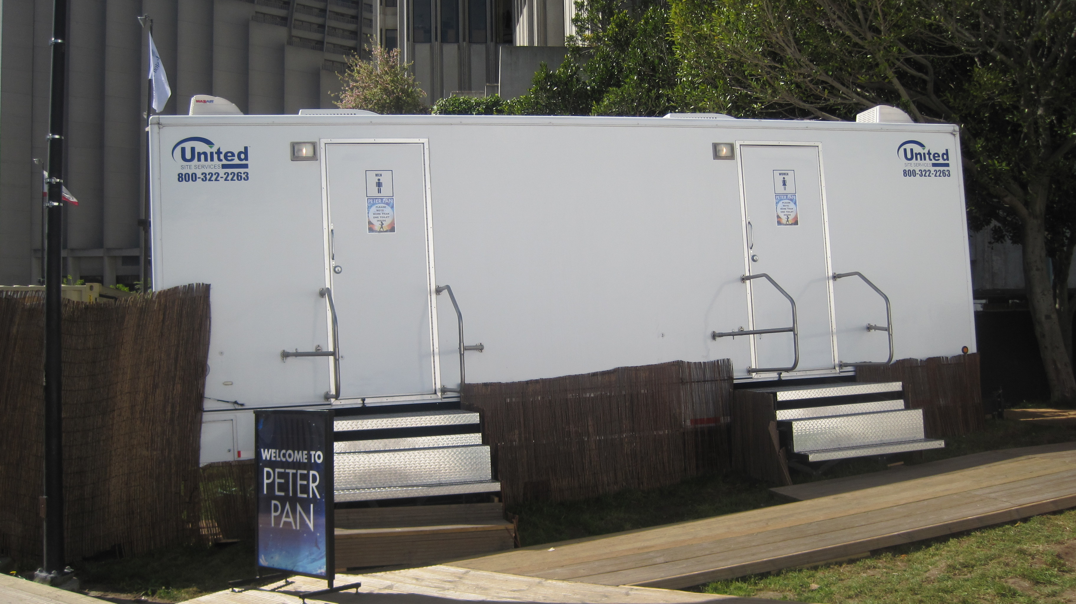 Merveilleux File:Stage Production Of Peter Pan In SF 2010 Bathroom Trailer