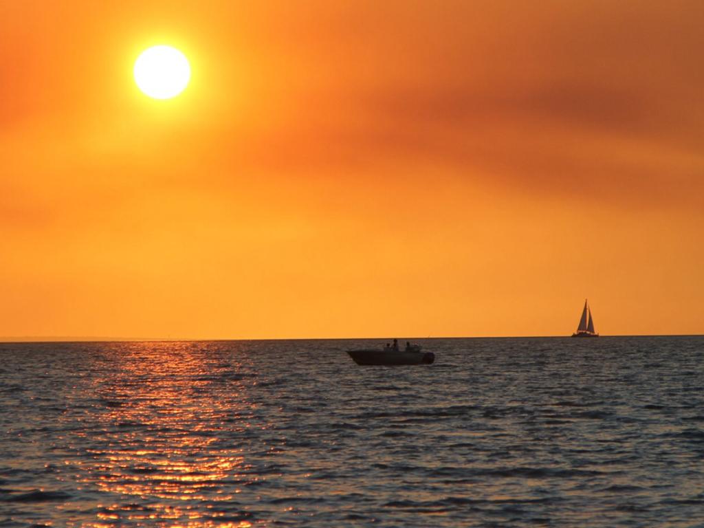 File Sunset Beach Northern Territory Png Wikimedia