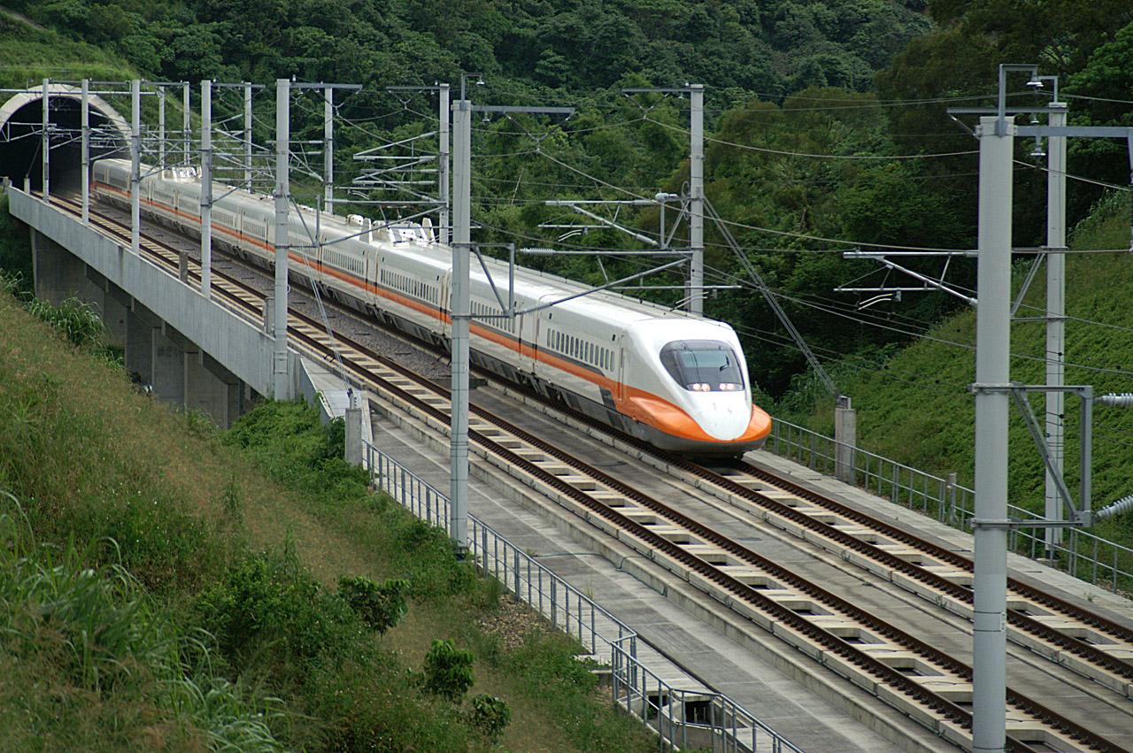 kaliteli tren ve gemi görselleri