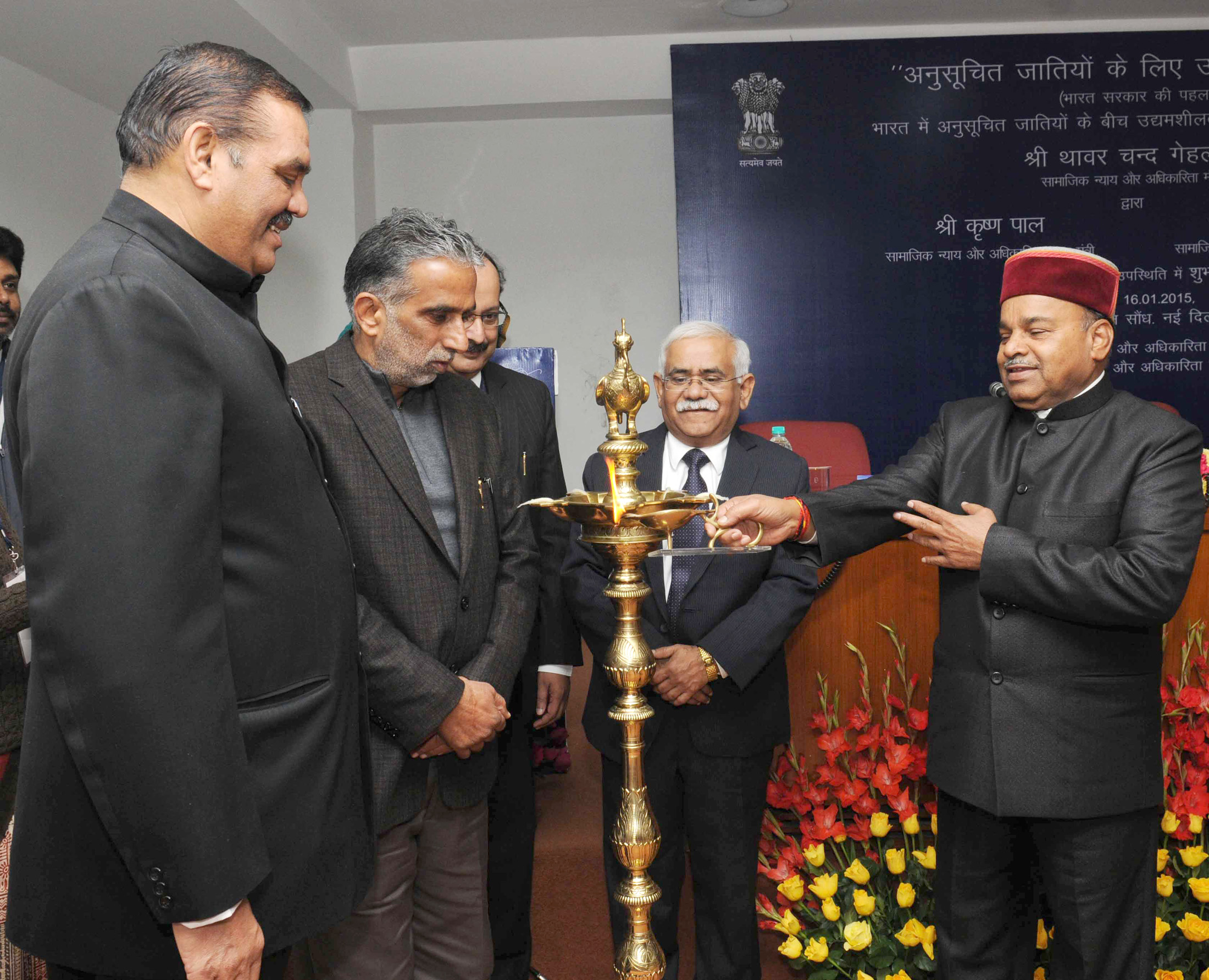 Thaawar Chand Gehlot lighting the lamp at the launch of the Venture Capital Fund for Scheduled Caste, in New Delhi. The Minister of State for Social
