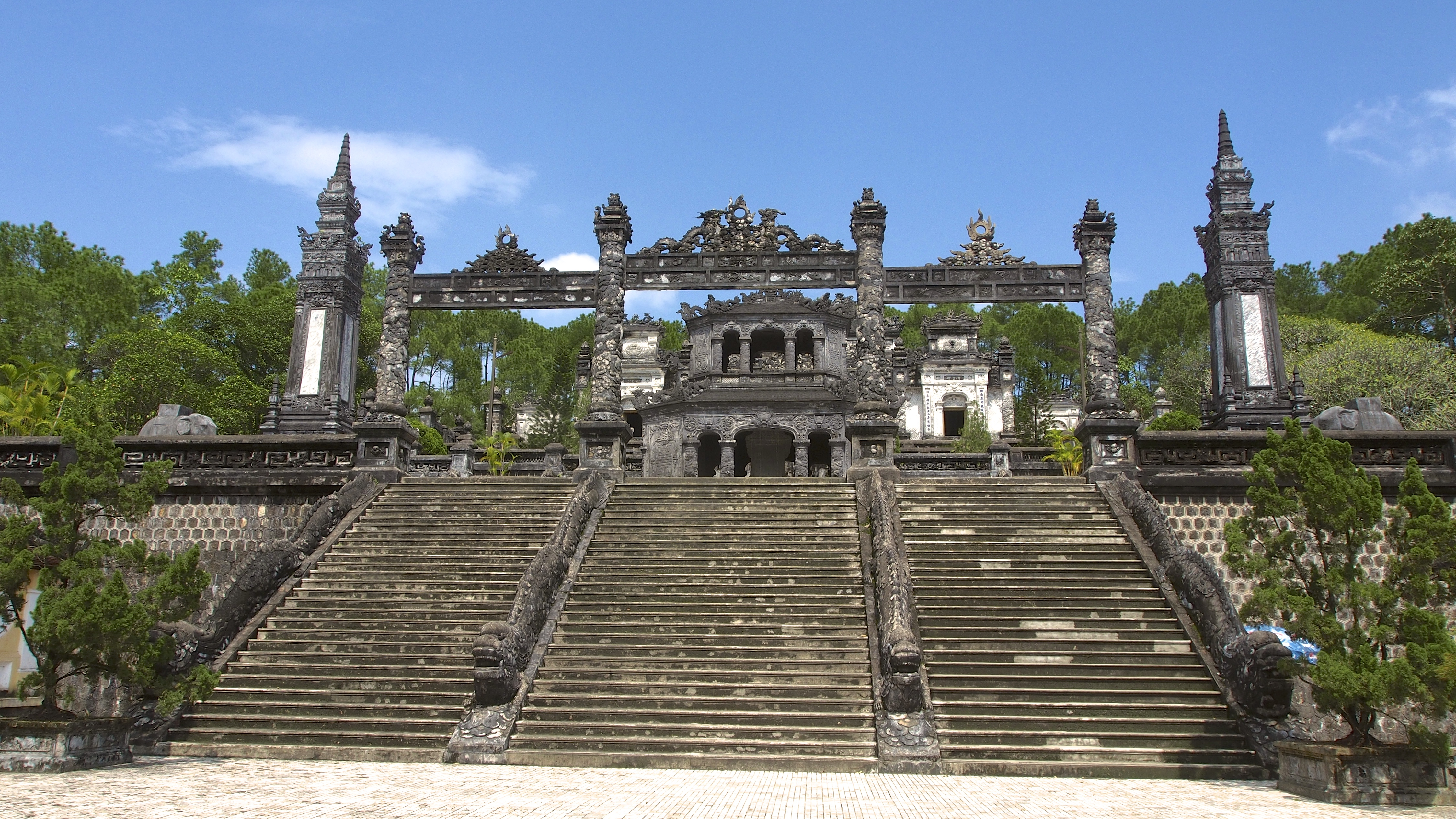 Hoi An to Hue Day Trip