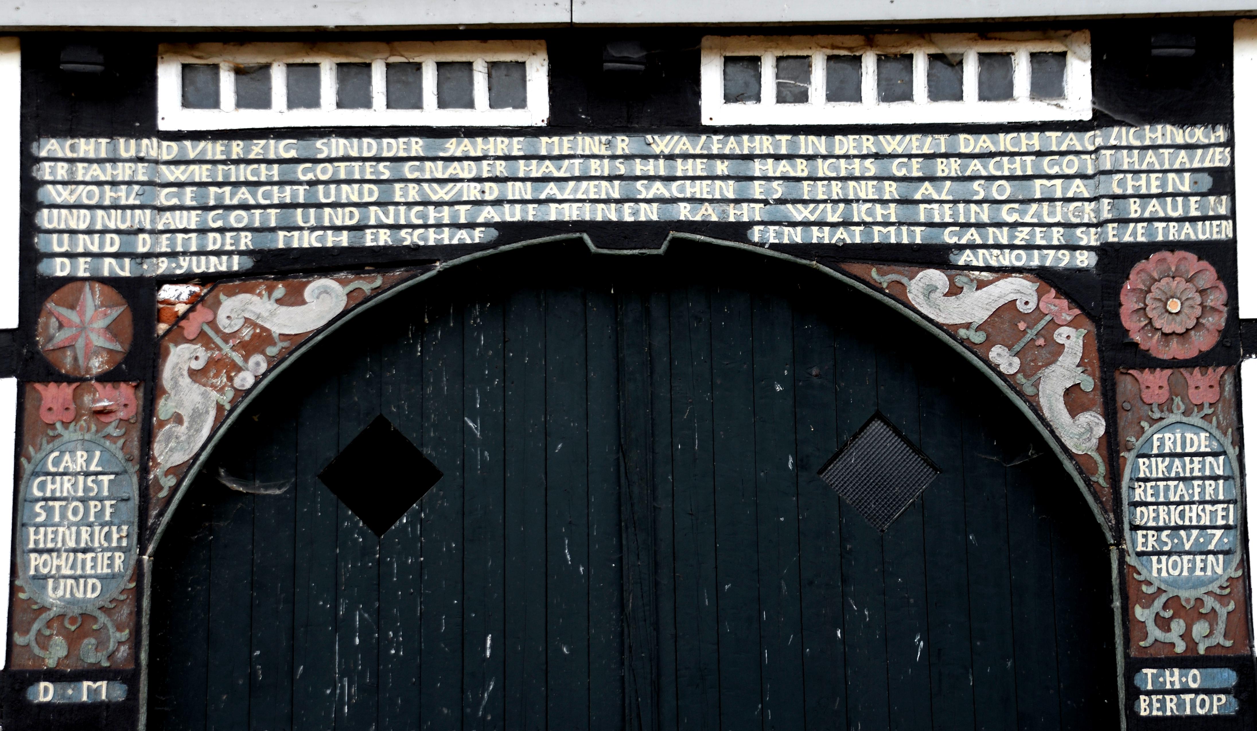 File:Torbogen des Radkehofs nahe Blomberg.jpg - Wikimedia Commons