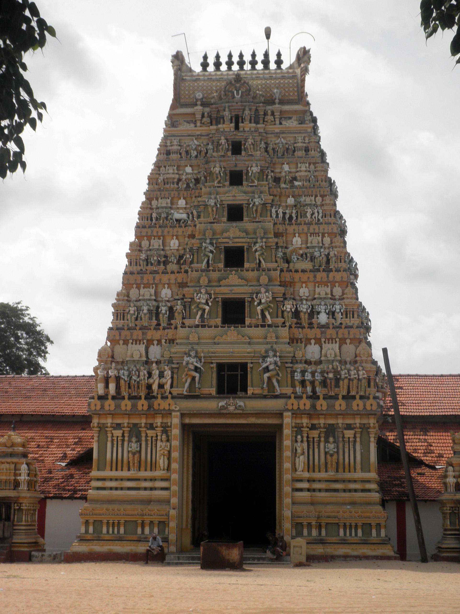 File:Vallipuram Vishnu Temple.jpg - Wikimedia Commons
