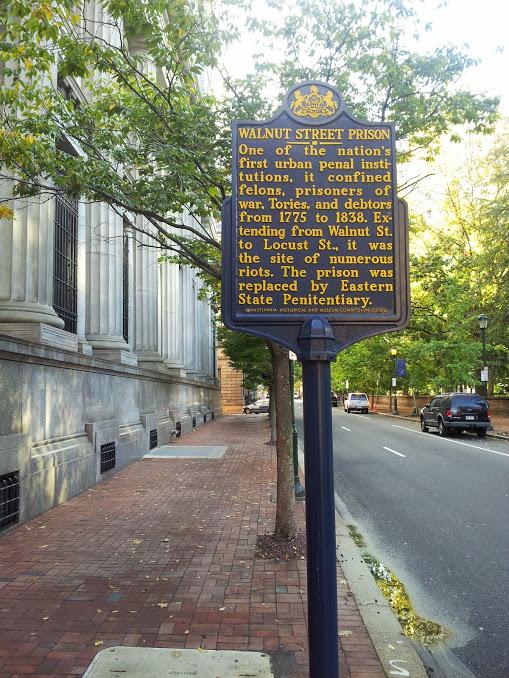 Walnut Street Prison, Pennsylvania Historical Marker, southeast corner S Sixth and Walnut Streets, Philadelphia (October 2014). Photo: Morris Levin; Creative Commons.