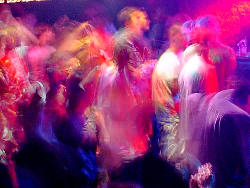 an overview of the characteristics of rave parties Raves have historically referred to grassroots organized, antiestablishment and unlicensed all-night dance parties, featuring electronically produced dance music , such as techno, house, trance and drum and bass since their late-1980s origins in the uk, raves have gained widespread popularity and.