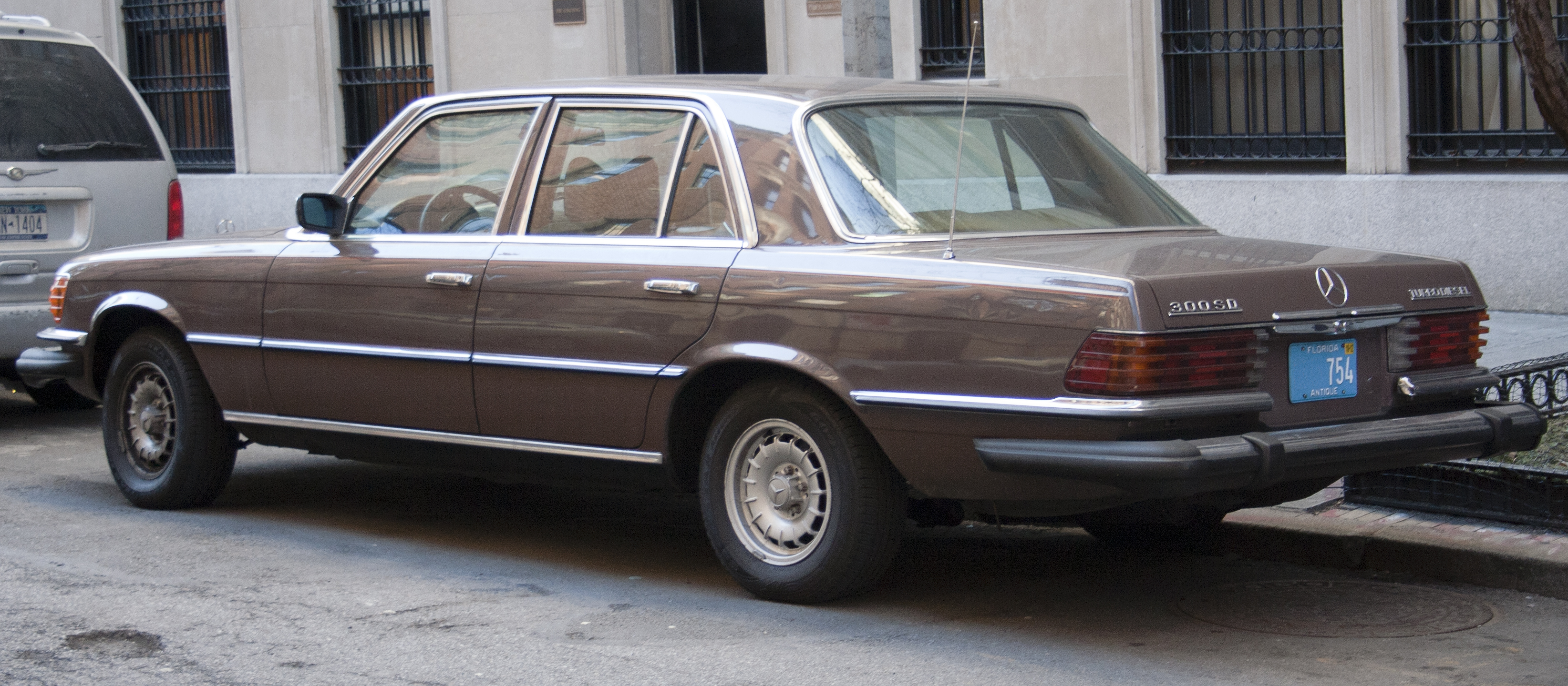 File1979 MercedesBenz 300SD 116120jpg  Wikimedia Commons