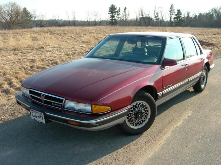 1989_Pontiac_Bonneville_LE,_front_left.j