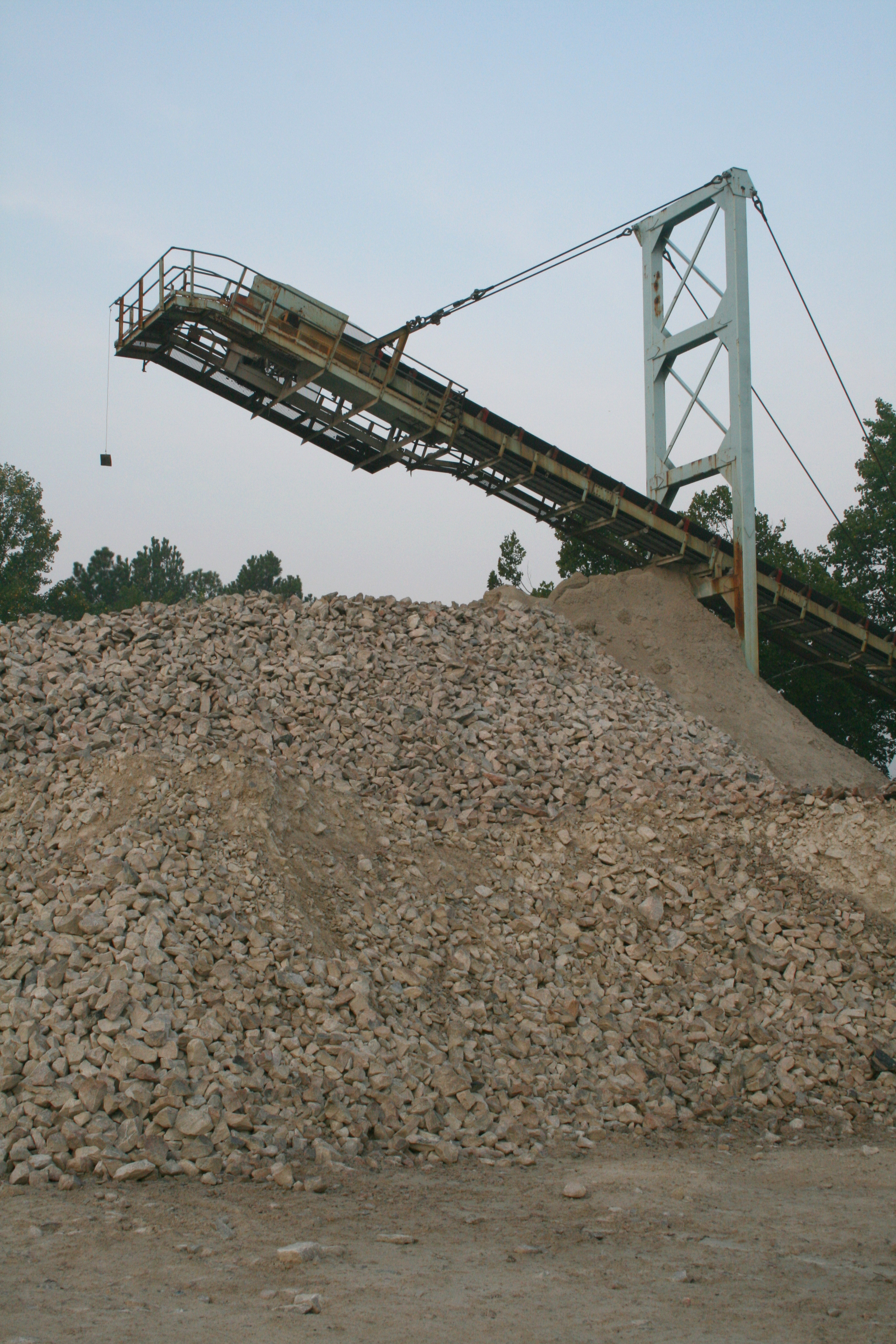 File:2008-08-17 Conveyor and rock pile at Crabtree Quarry at