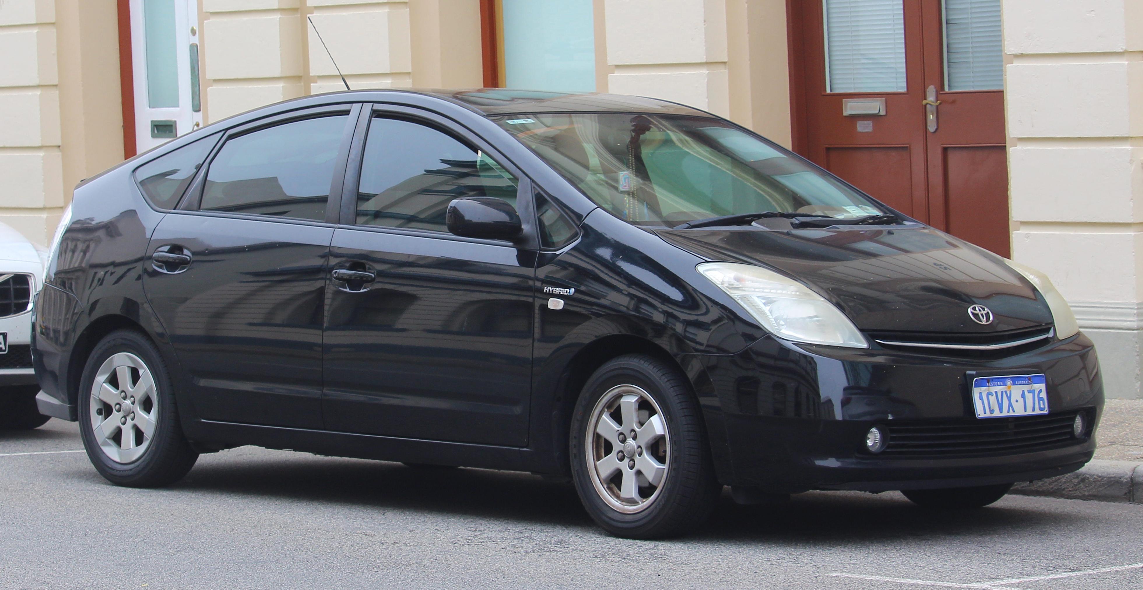 File:2008 Toyota Prius (NHW20R) hatchback (2018-11-02) 01.jpg - Wikimedia  Commons