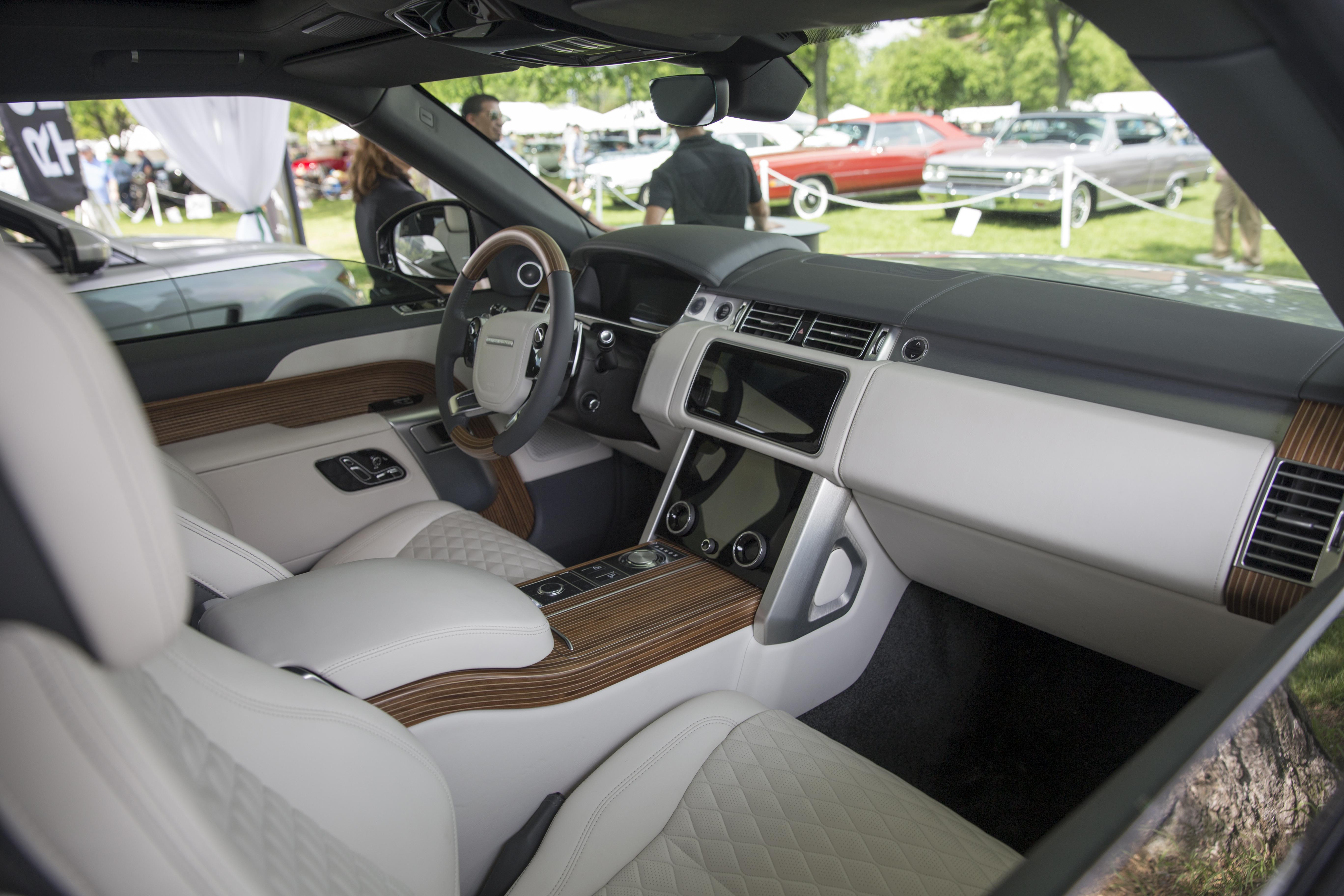Range Rover 2019 >> File:2019 Range Rover SV Coupé, interior, Greenwich 2018
