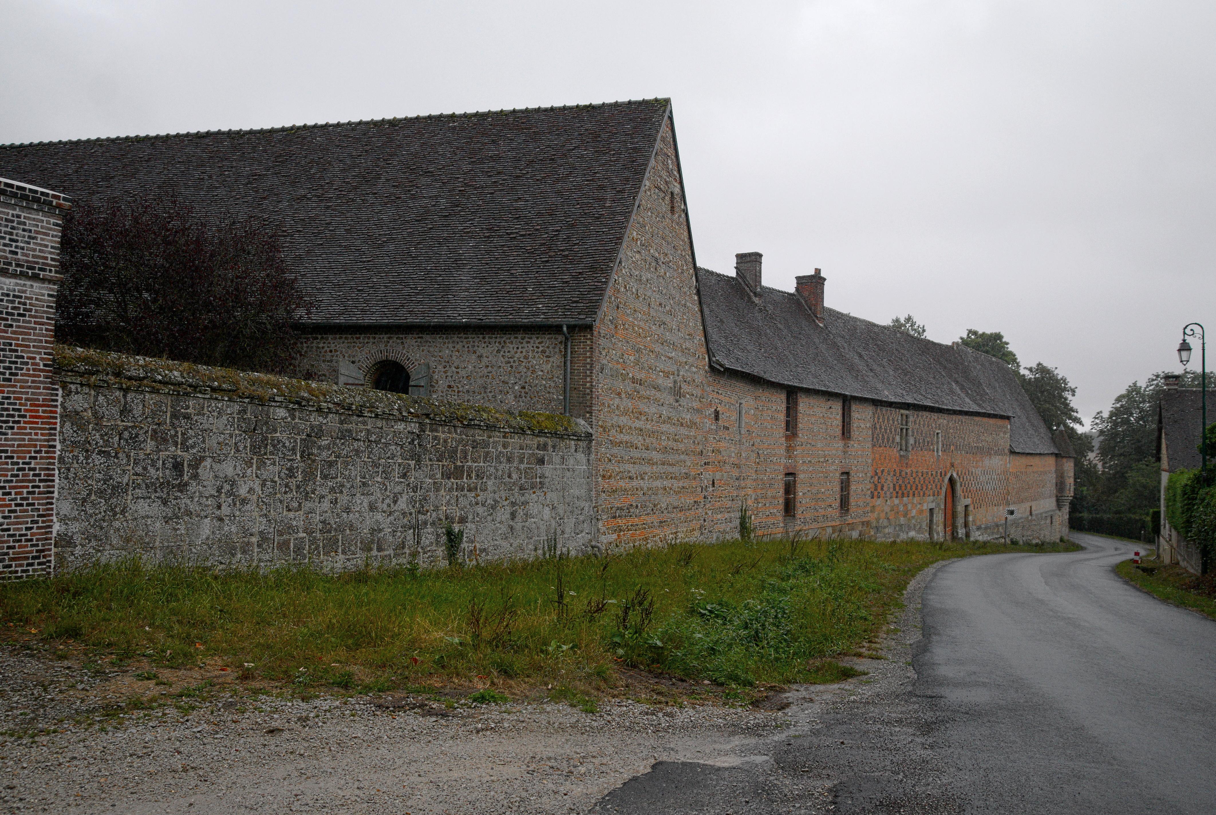 file abbaye de chaise dieu du theil mur d 39
