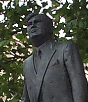 AneurinBevanStatueCardiff20050707 (cropped).jpg