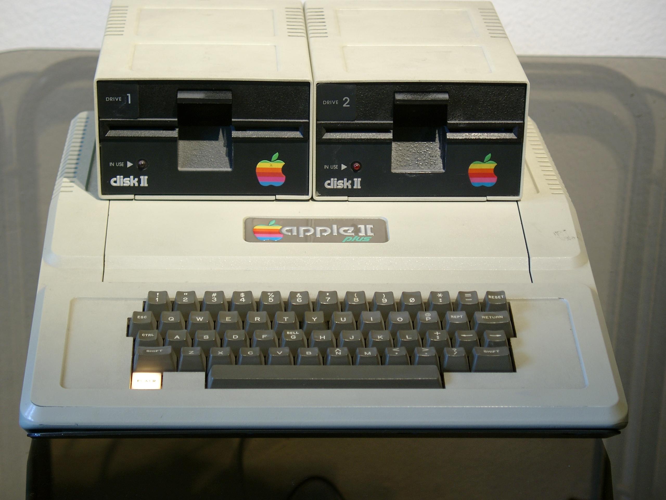 Modne ubrania File:Apple II Euro Plus mit Laufwerken.JPG - Wikimedia Commons BN95