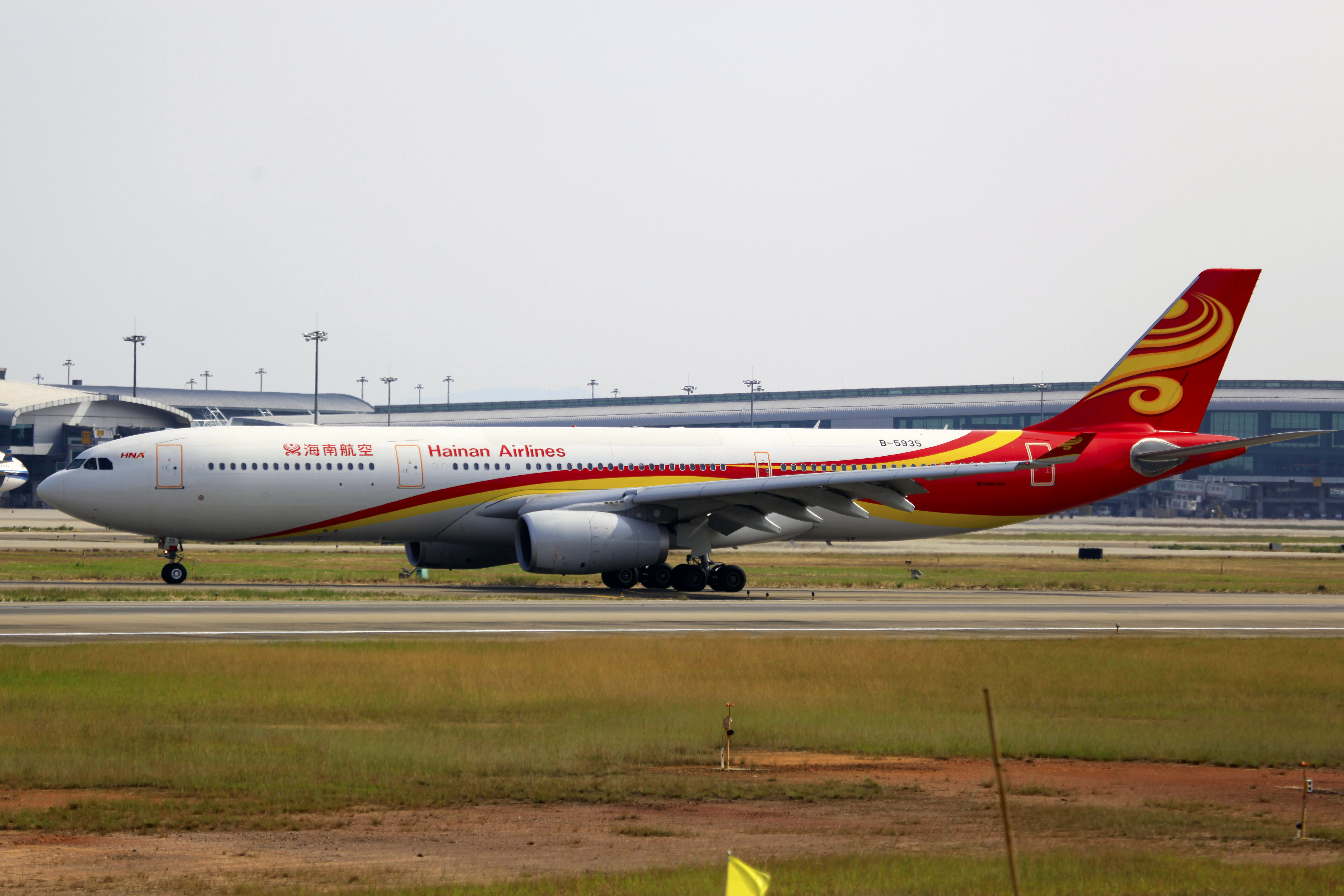 File:B-5935 - Hainan Airlines - Airbus A330-343X - CAN (
