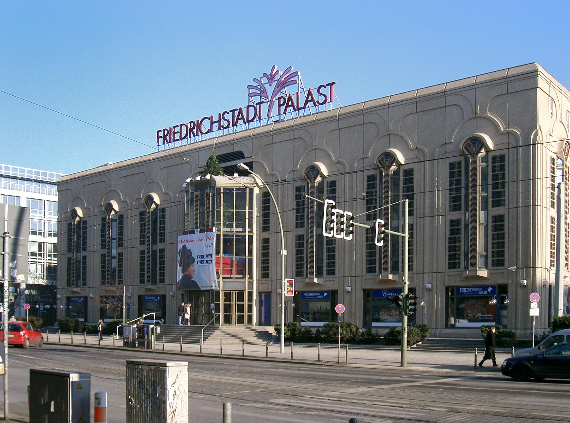 Friedrichstadt palast - Postmoderne architektur ...
