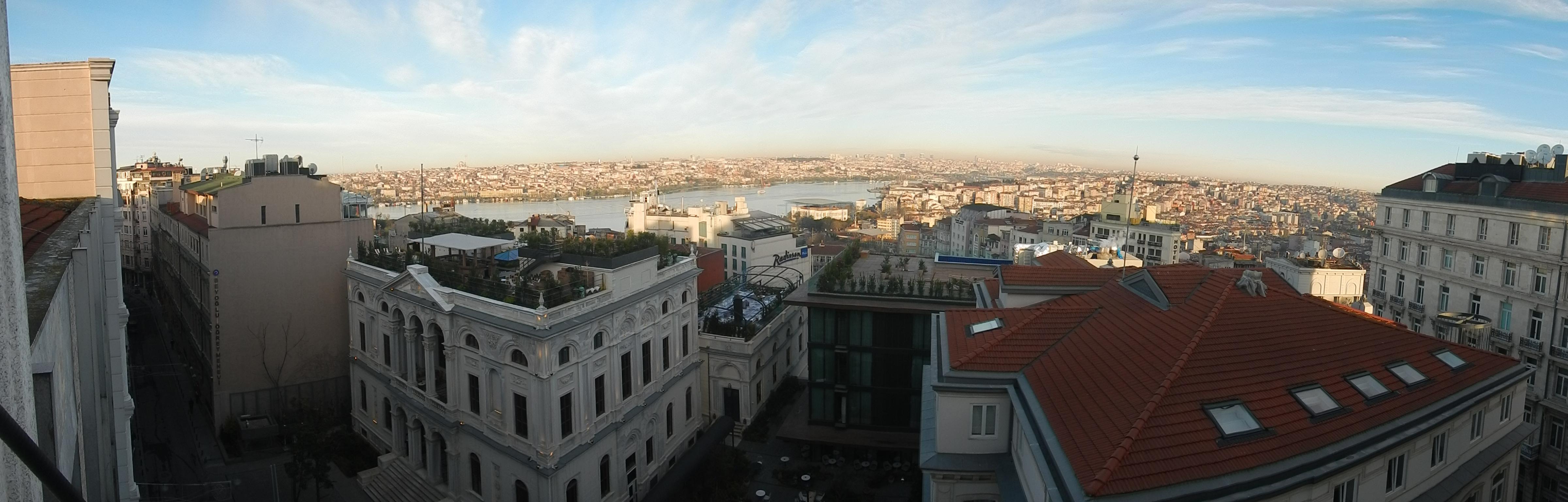 Vista panorámica del distrito de Beyoglu, en Estambul, en la actualidad.