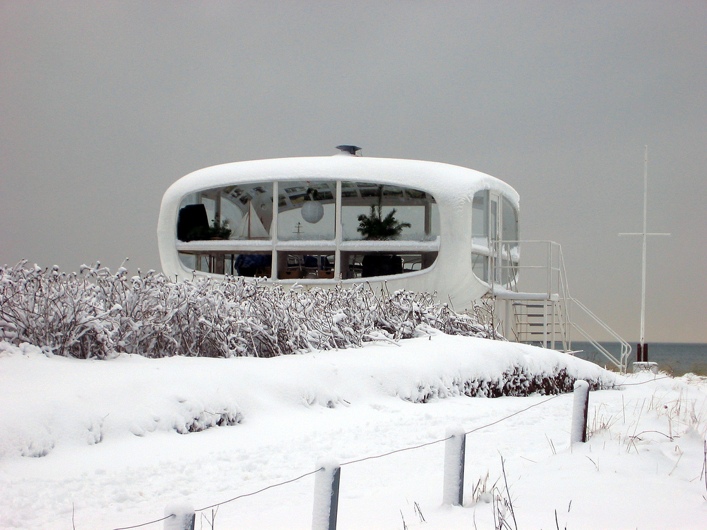 Rettungsstation Binz, Architekt Ulrich Müther, Foto von Tempoworld http://www.flickr.com/photos/83318973@N00/