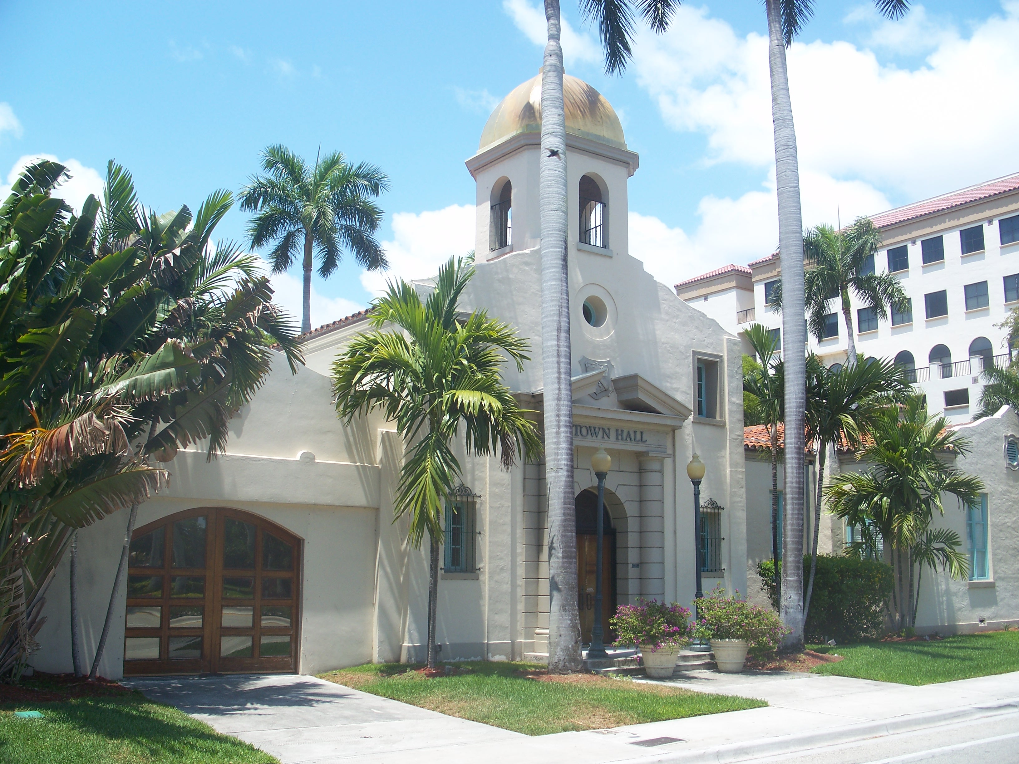 File:Boca Raton FL Old City Hall museum06.jpg - Wikimedia Commonsraton city