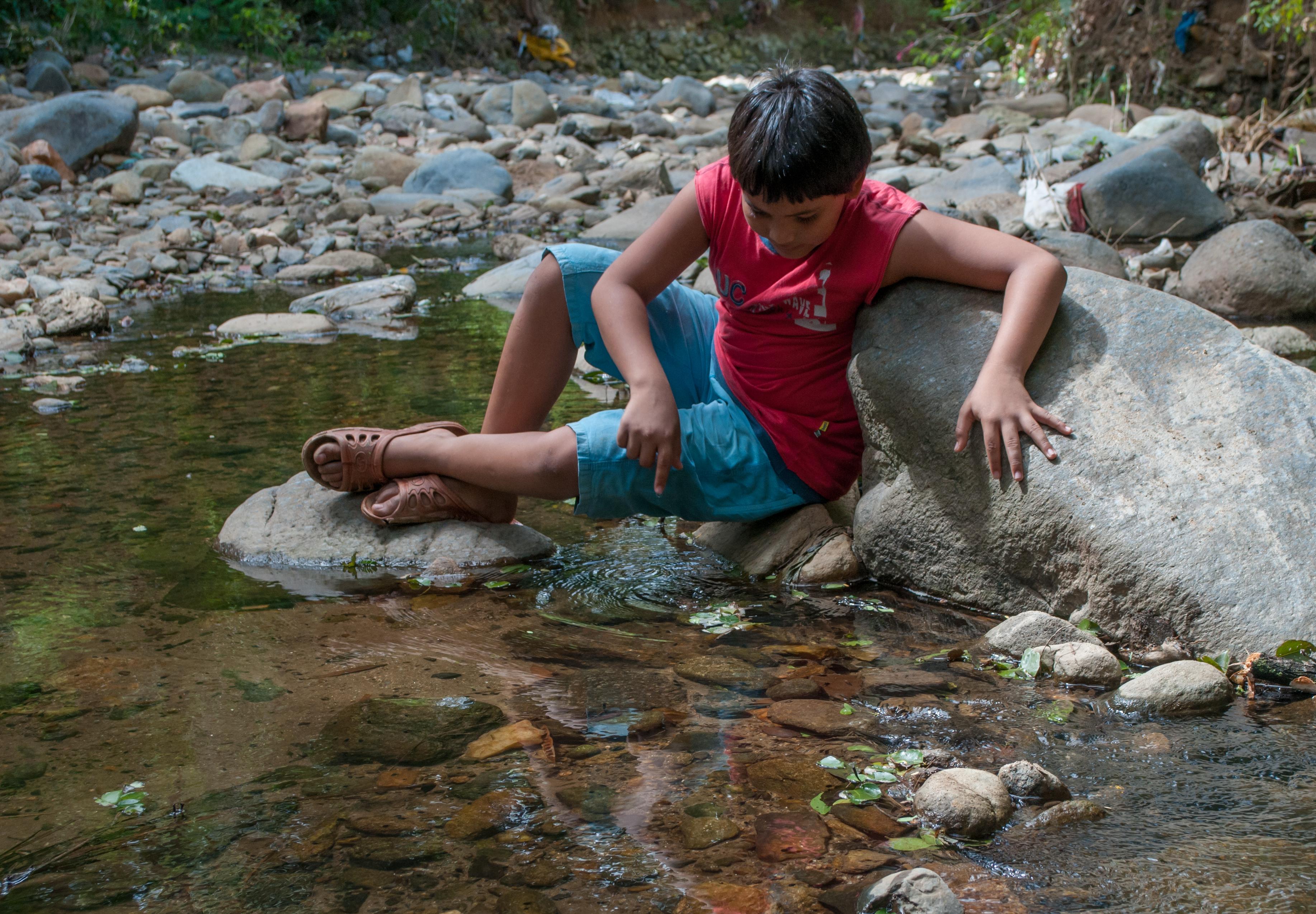 file boy playing in san juan bautista river