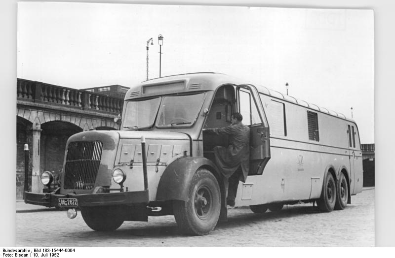 file bundesarchiv bild 183 15444 0004 schnellpost auf der autobahn berlin. Black Bedroom Furniture Sets. Home Design Ideas
