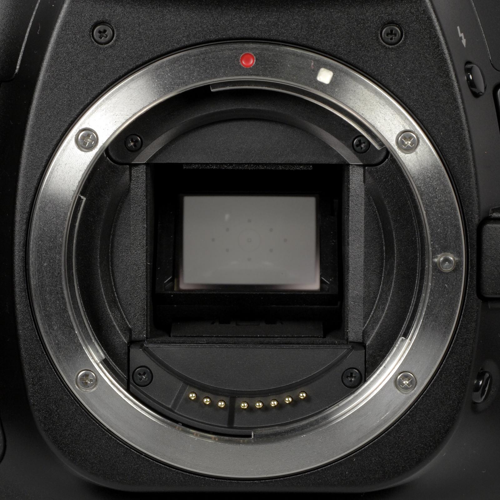 Canon_EF-S_camera_mount.jpg