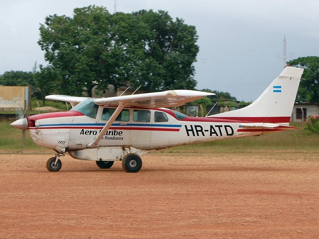 File Cessna 206 Super Skywagon Aerocaribe De Honduras Jp7243203 Jpg Wikimedia Commons