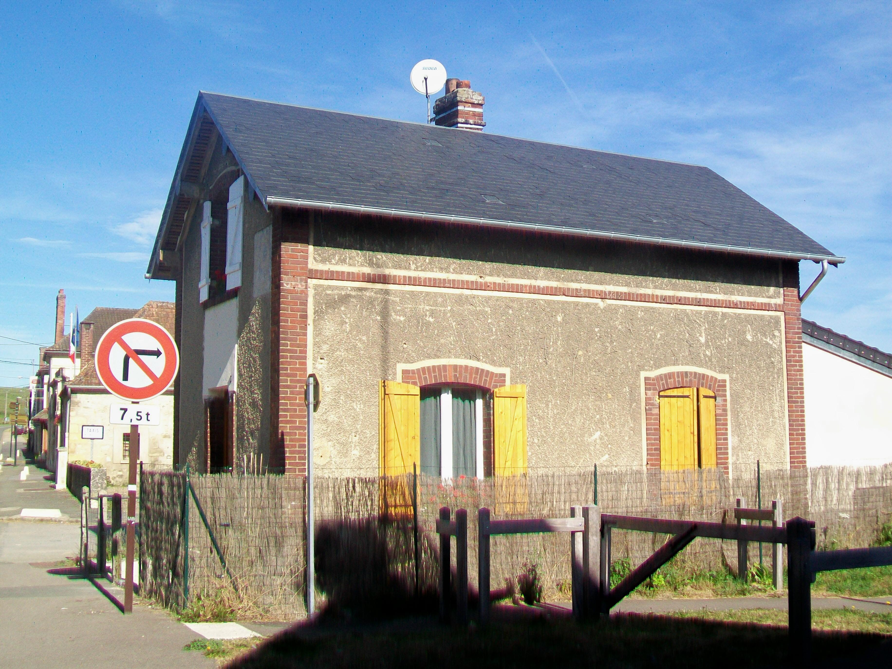 File ch teau sur epte 27 hameau des bordeaux de saint for Ancienne maison des gardes lourmarin france