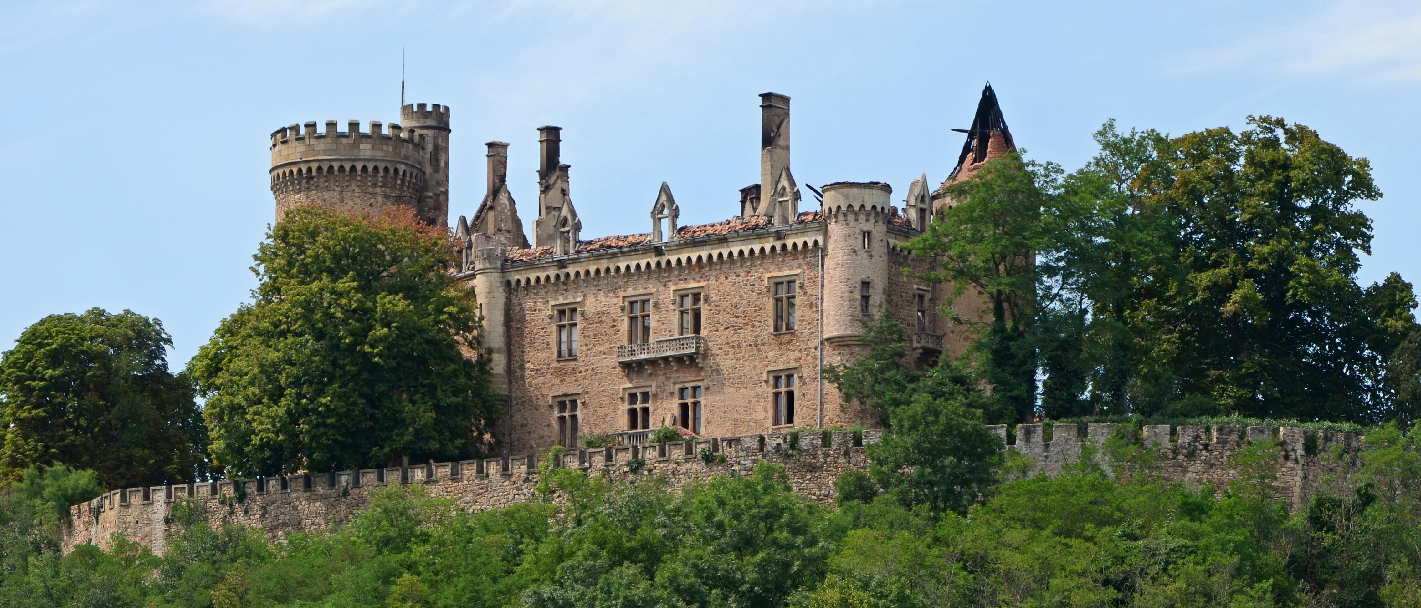 Chateau En Ruine A Restaurer Saint Piereville Ard Ef Bf Bdche